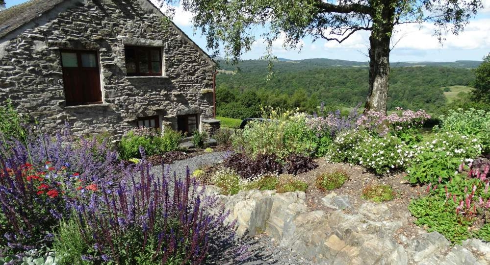 The Cottage at Hill Top - The Courtyard Garden